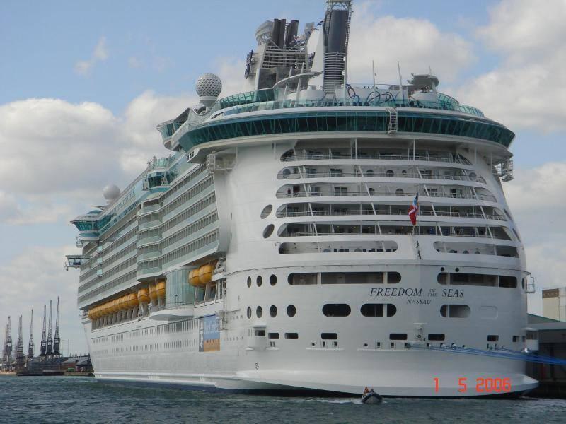Самый большой круизный лайнер в мире (водоизмещение 160 000 тонн)
